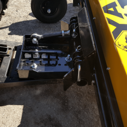 Yak quick connect system utlizes standard plow mounts