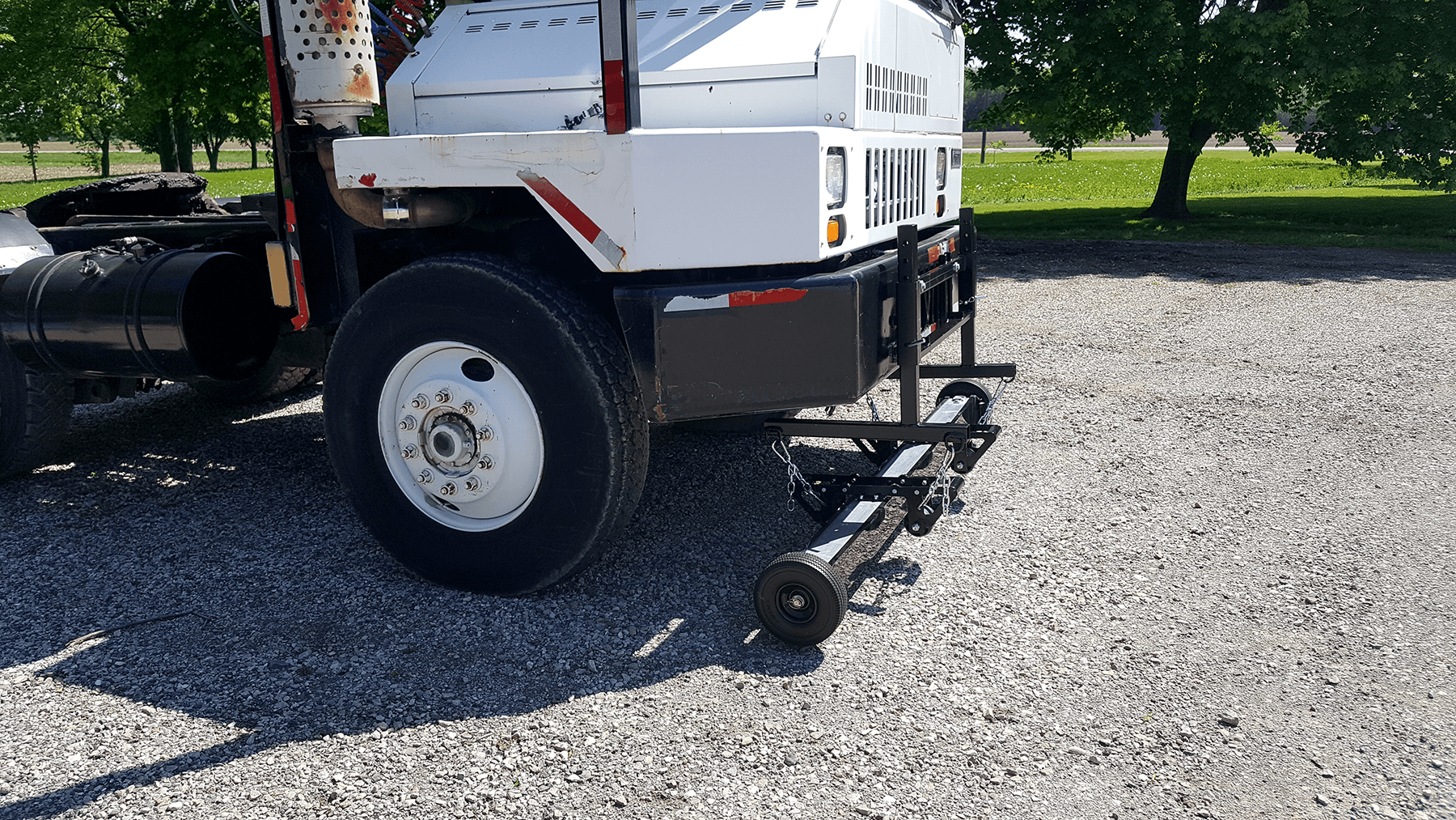 Bluestreak Equipment Aether hanging magnet with bump wheels and outriggers