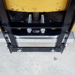 NAOS clamping system pulls magnet tight to forklift using pinhook and enables precise sweeping height adjustment